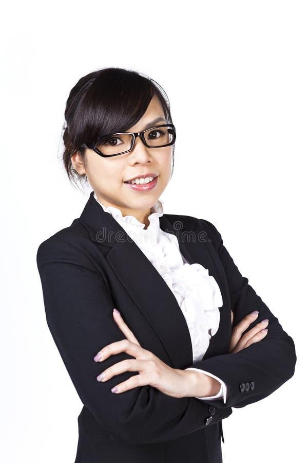 Mulher de negócio asiática com os braços dobrados fotos de stock royalty free