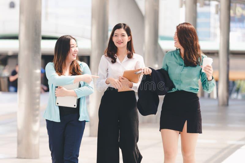 Mulher de negócio asiática do estilo de vida foto de stock royalty free