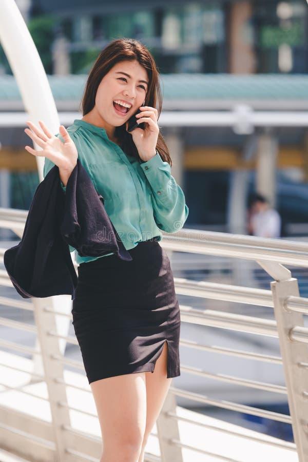Mulher de negócio asiática do estilo de vida imagem de stock