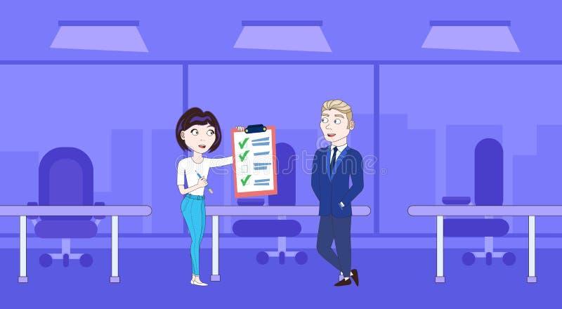 Mulher de negócio bem sucedida que mostra o chefe Done Checklist do homem de negócios ilustração royalty free