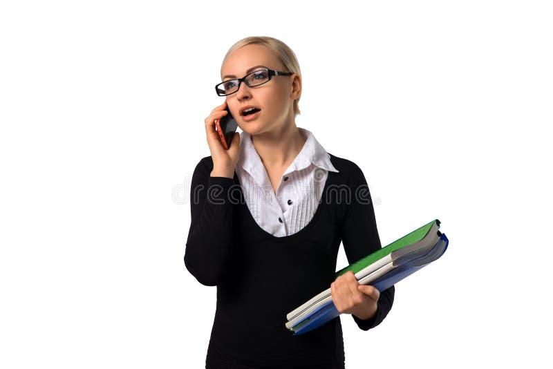 Mulher de negócio bonita com telefone celular e originais foto de stock royalty free