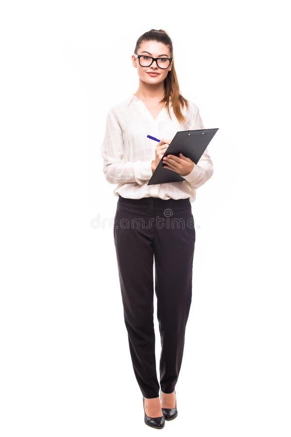 A mulher de negócio bonita faz anotações em sua prancheta isolada foto de stock