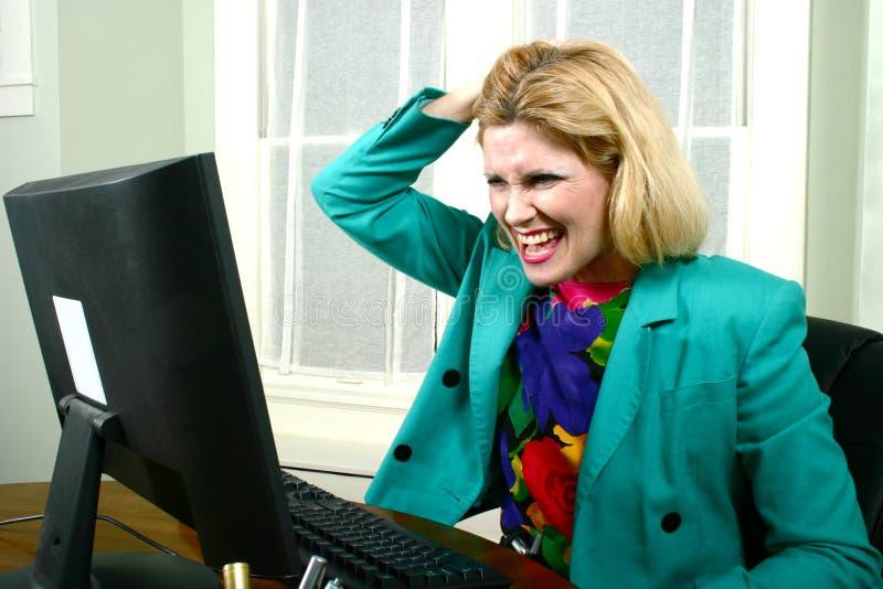 Mulher de negócio bonita que puxa o cabelo imagens de stock
