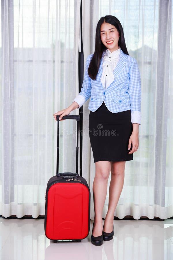 Mulher de negócio com bagagem ou mala de viagem imagem de stock