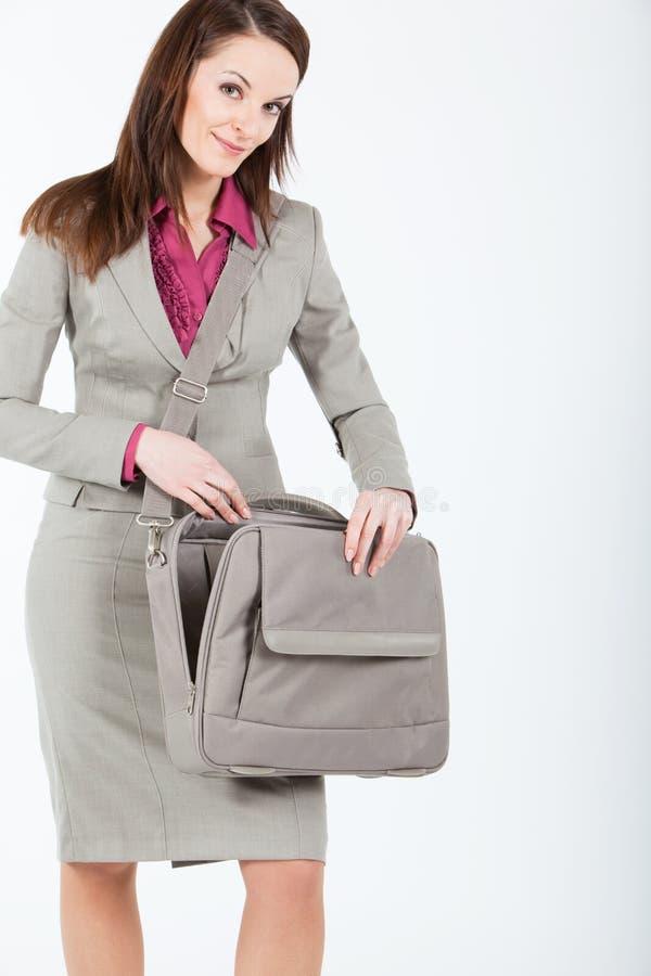 Mulher de negócio com caso vazio aberto imagem de stock