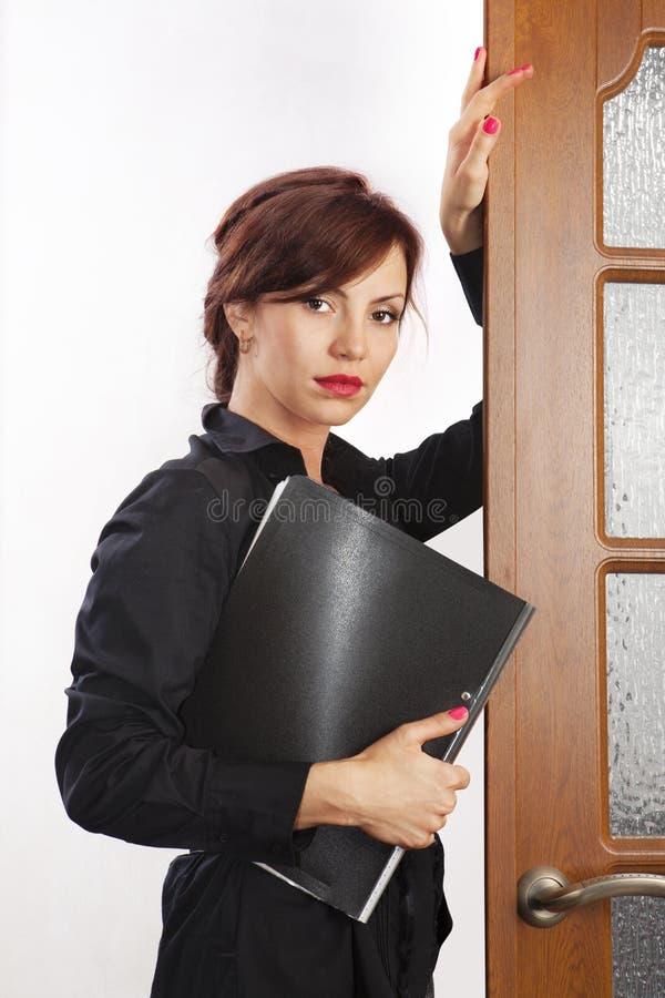 Mulher de negócio com dobrador fotografia de stock royalty free
