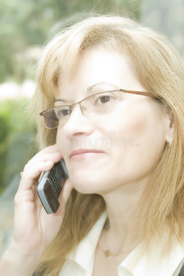 Mulher de negócio com telefone móvel fotos de stock