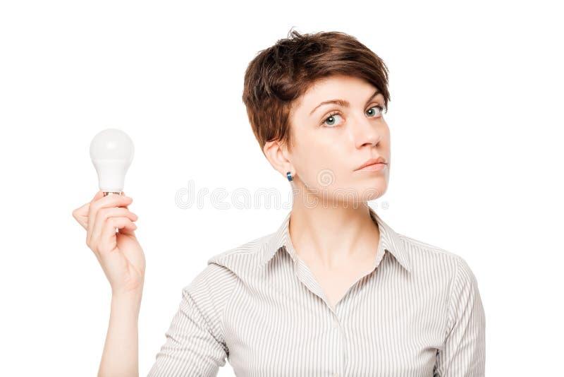 mulher de negócio com uma ampola à disposição no branco imagens de stock