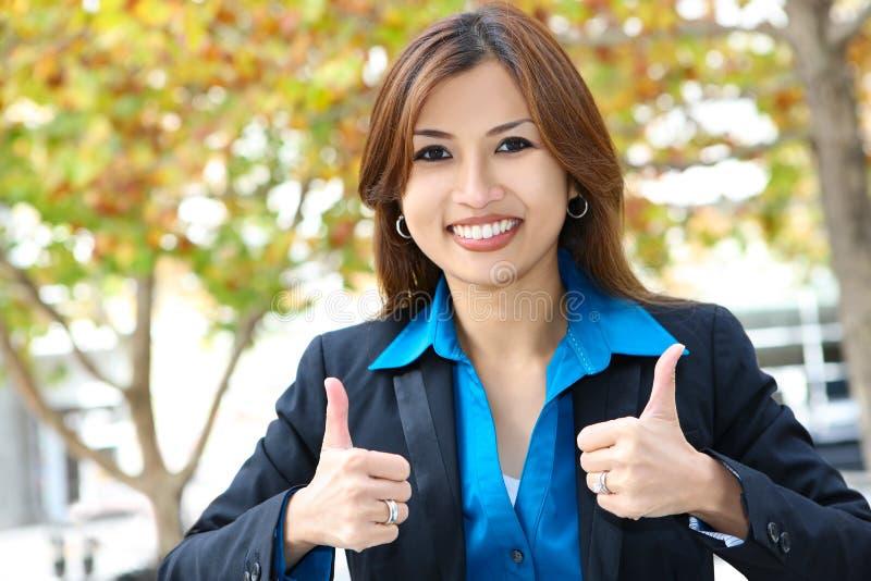 Mulher de negócio consideravelmente asiática imagem de stock
