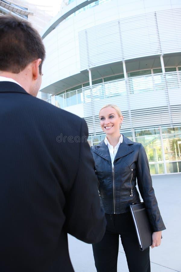 Mulher de negócio consideravelmente loura foto de stock