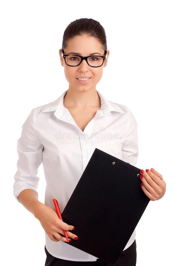 Mulher de negócio de sorriso que guardara a prancheta imagem de stock royalty free