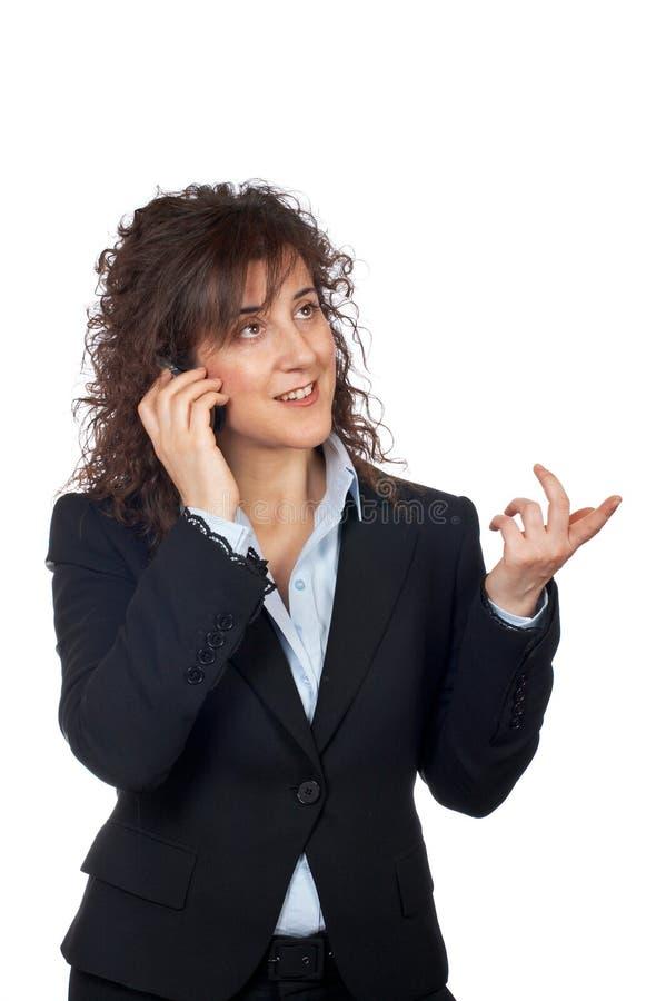 Mulher de negócio de sorriso que fala com telefone imagens de stock royalty free