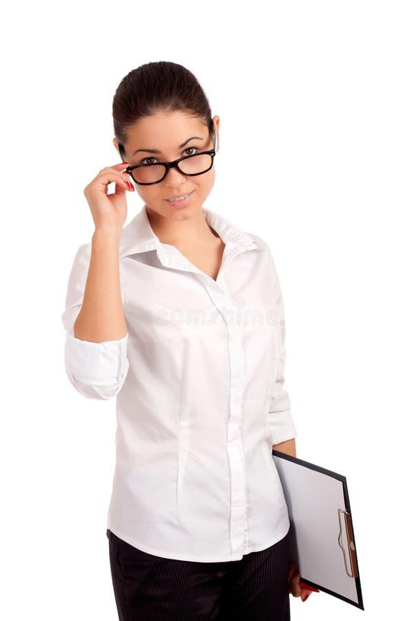 Mulher de negócio de sorriso que guardara a prancheta imagem de stock