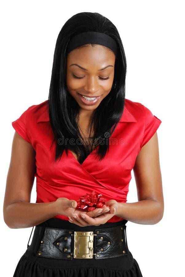 Mulher de negócio do americano africano que prende uma fita fotos de stock