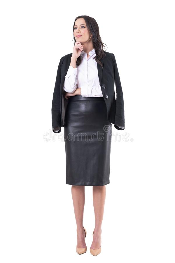 Mulher de negócio elegante que escuta ou que aprende o seminário ou a apresentação de observação na atenção fotos de stock royalty free