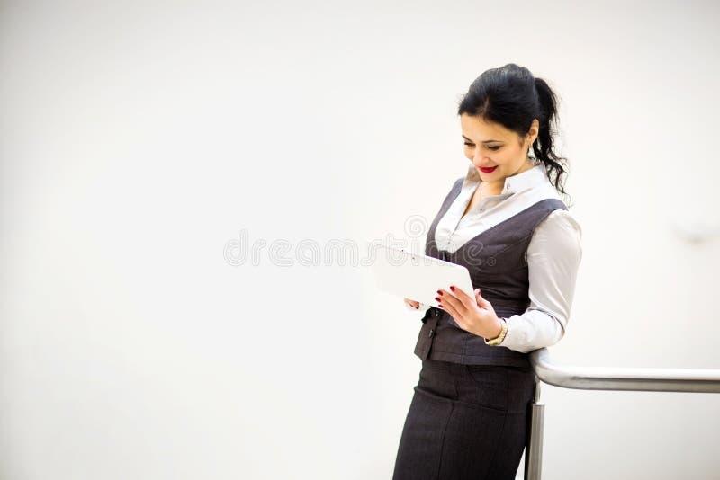 Mulher de negócio em um bom dia de trabalho foto de stock royalty free