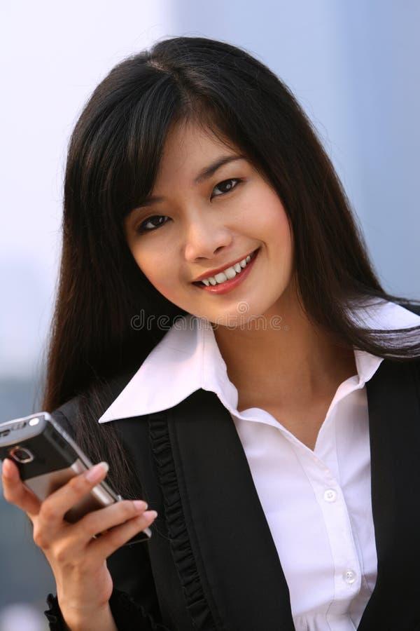 Mulher de negócio em um telefone imagem de stock