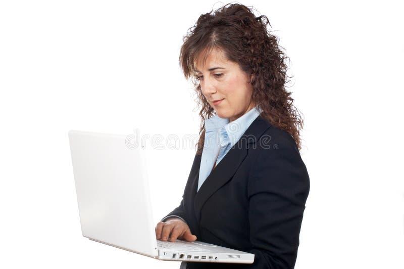 A mulher de negócio escreve em um portátil imagem de stock royalty free