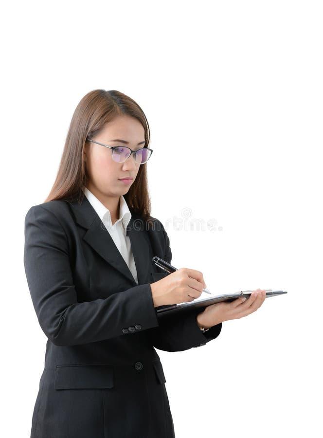 A mulher de negócio escreve na prancheta imagem de stock royalty free