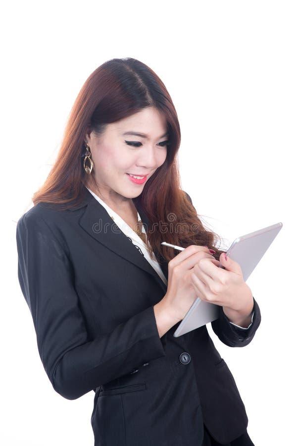 Mulher de negócio esperta de sorriso, conceito usando a tabuleta do computador fotos de stock royalty free