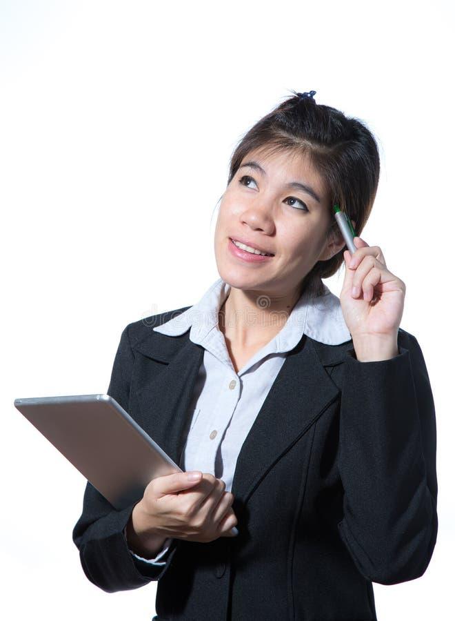 Mulher de negócio esperta de sorriso, conceito usando a tabuleta do computador imagem de stock royalty free