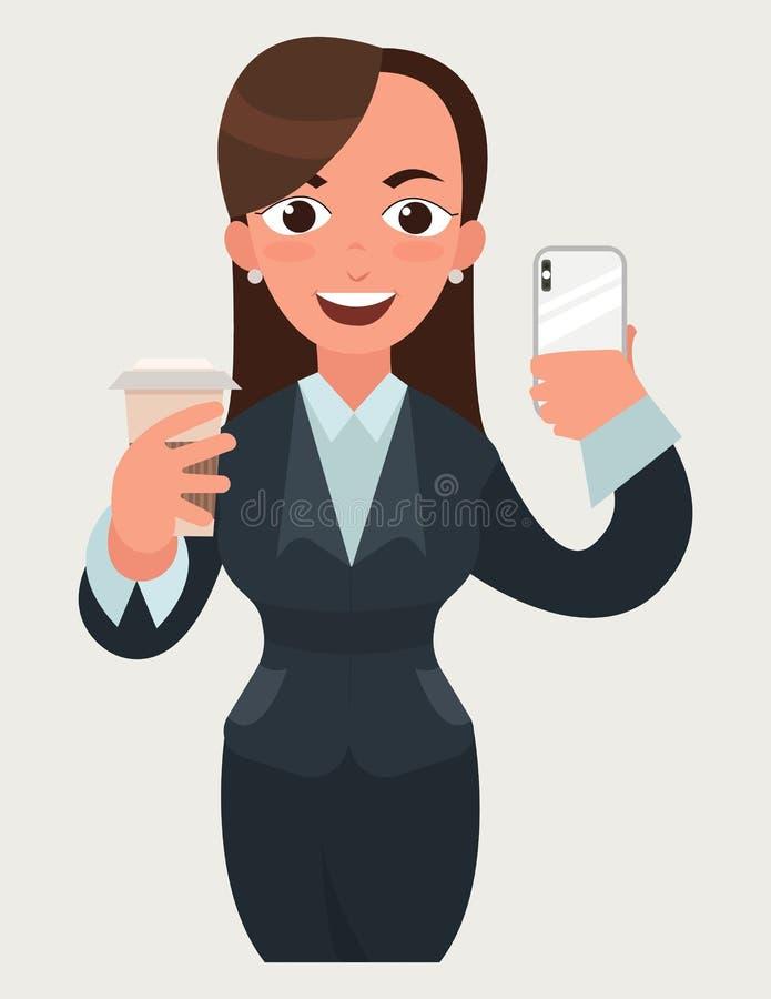 Mulher de negócio feliz bonita com uma xícara de café e um smartphone Mulher engraçada dos desenhos animados no estilo liso do ve ilustração royalty free