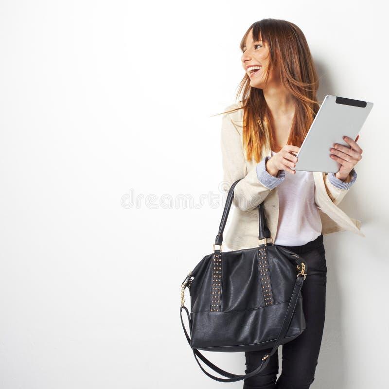 Mulher de negócio feliz com um computador digital da tabuleta fotos de stock royalty free