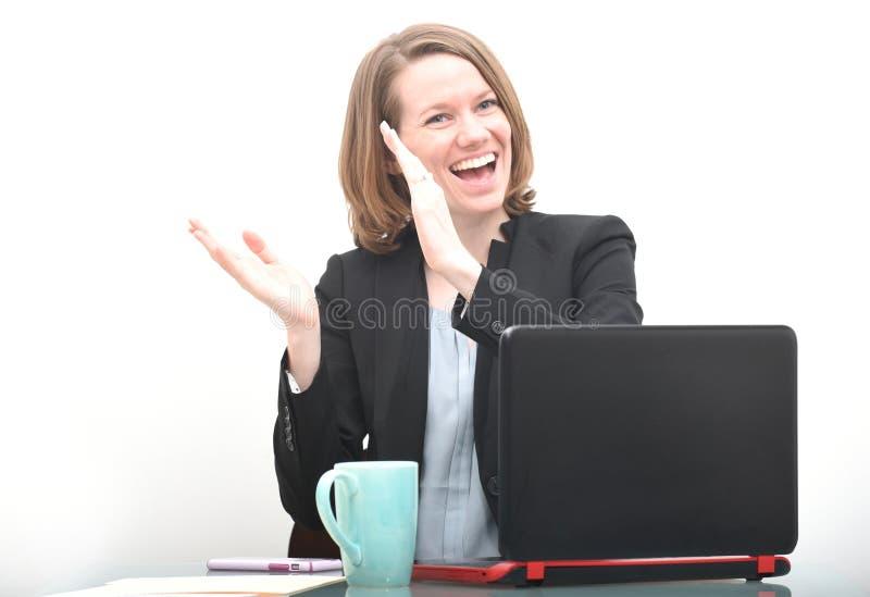 Mulher de negócio feliz que aplaude ao comemorar o sucesso imagens de stock royalty free