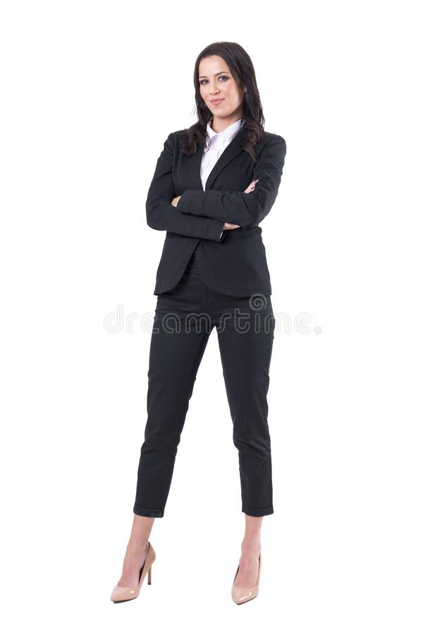 Mulher de negócio forte independente bem sucedida segura com os braços cruzados no terno elegante fotos de stock royalty free