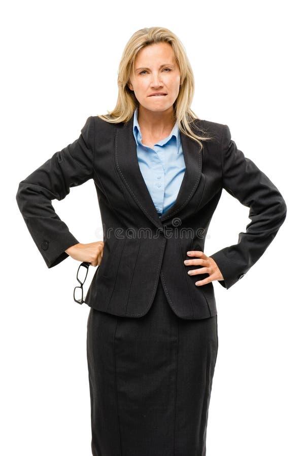 Mulher de negócio maduro irritada isolada no fundo branco imagens de stock royalty free