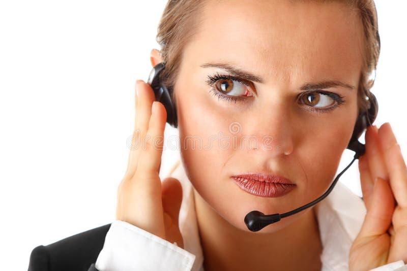 Mulher de negócio moderna preocupada com auriculares fotos de stock royalty free