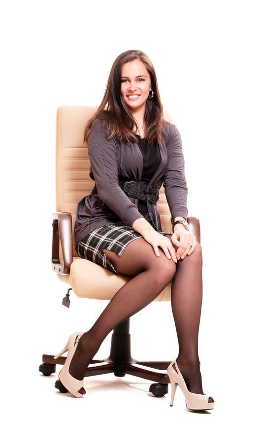 Mulher de negócio na cadeira de couro fotografia de stock