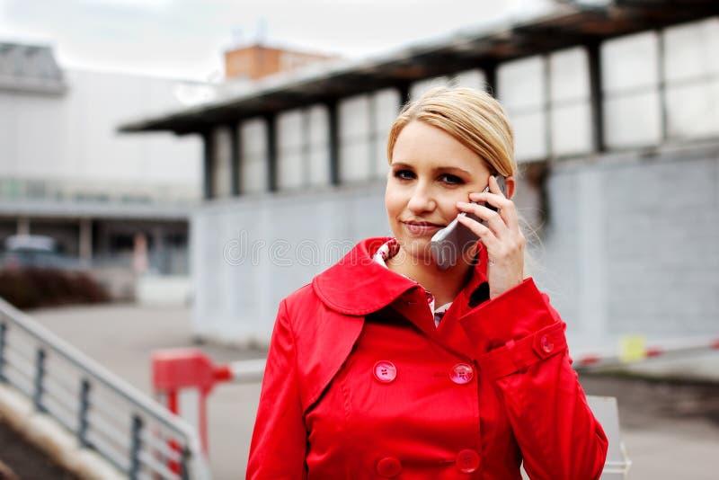 Mulher de negócio no telefone fotografia de stock