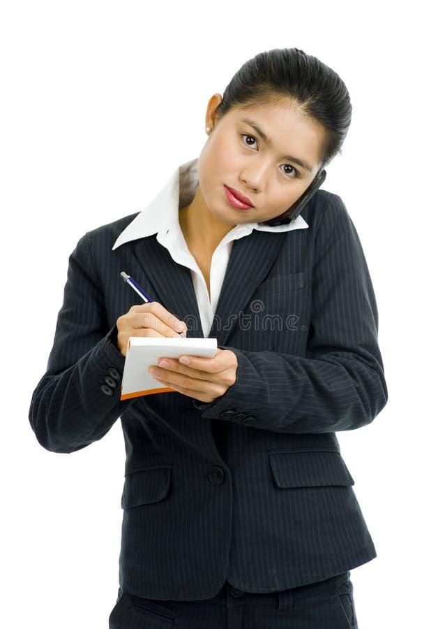 Mulher de negócio no telefone que toma notas imagens de stock royalty free