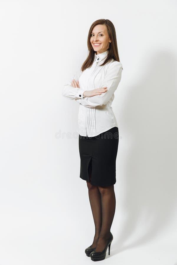 Mulher de negócio nova caucasiano bonita do marrom-cabelo isolada no fundo branco Gerente ou trabalhador Copie a propaganda do es imagens de stock