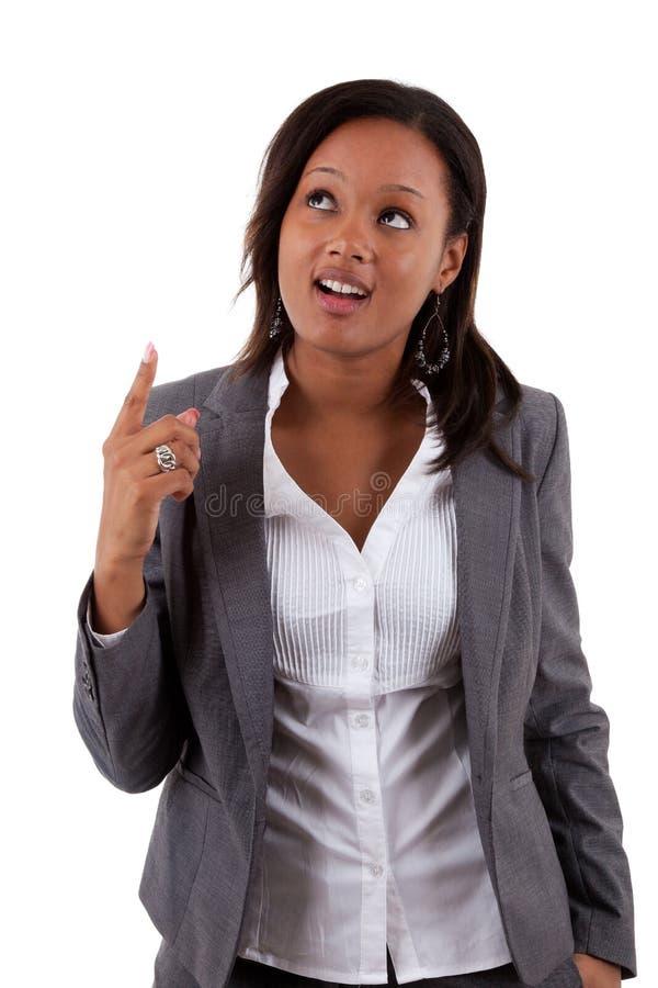 Mulher de negócio nova do americano africano que olha acima imagem de stock royalty free