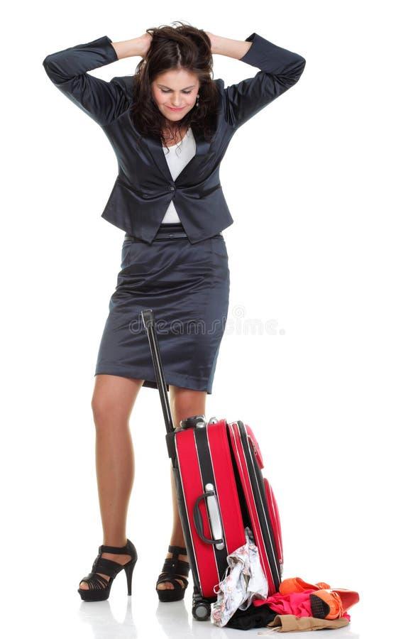 Mulher de negócio nova do comprimento completo ao trave vermelho atrasado fotografia de stock royalty free