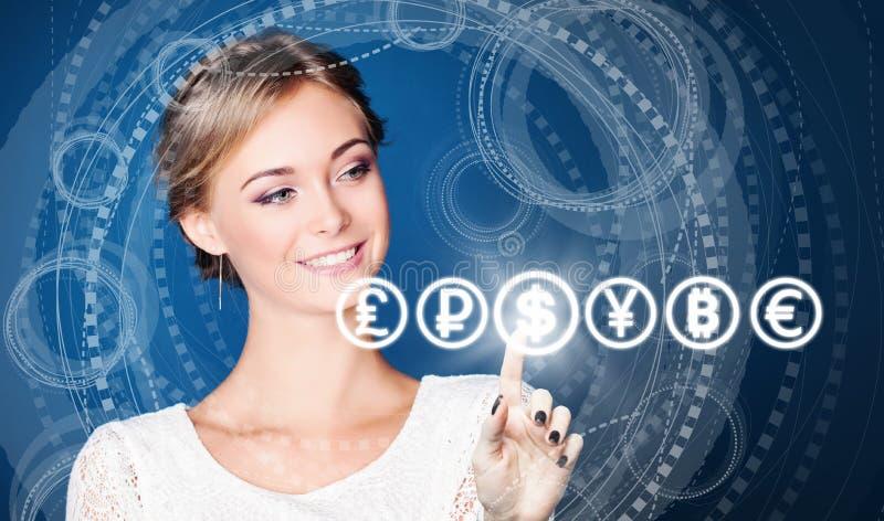 Mulher de negócio nova que aponta na moeda do dólar dos EUA em alto azul - fundo da tecnologia fotografia de stock royalty free