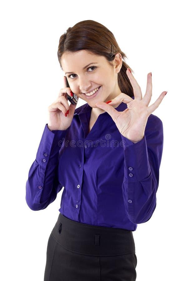 Mulher de negócio nova que indica o sinal aprovado imagens de stock