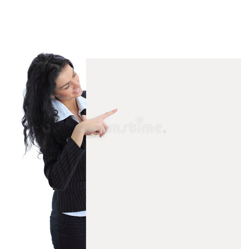 Mulher de negócio nova que mostra o quadro indicador em branco fotografia de stock