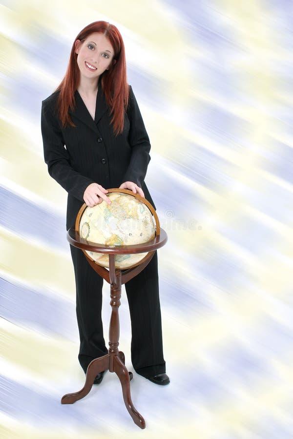 Mulher de negócio que está com globo imagens de stock