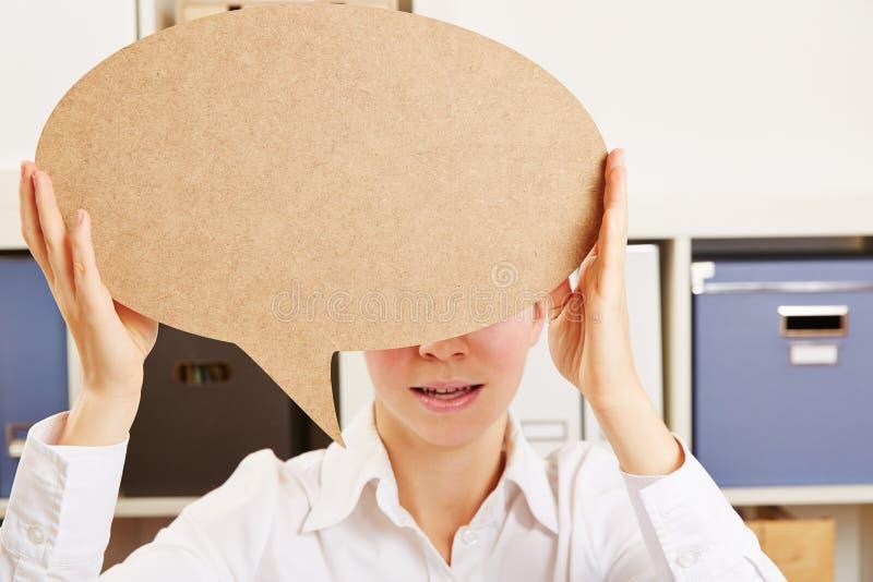 Mulher de negócio que guarda a bolha do discurso imagens de stock