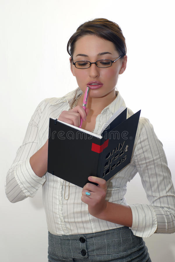 Mulher de negócio que lê um livro foto de stock royalty free