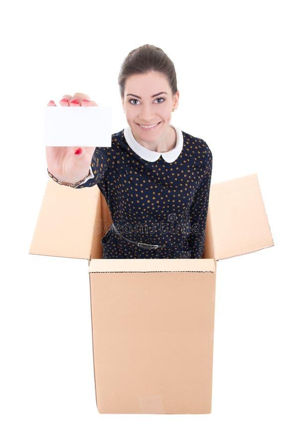 Mulher de negócio que mostra o cartão e a posição de visita no cartão b fotos de stock