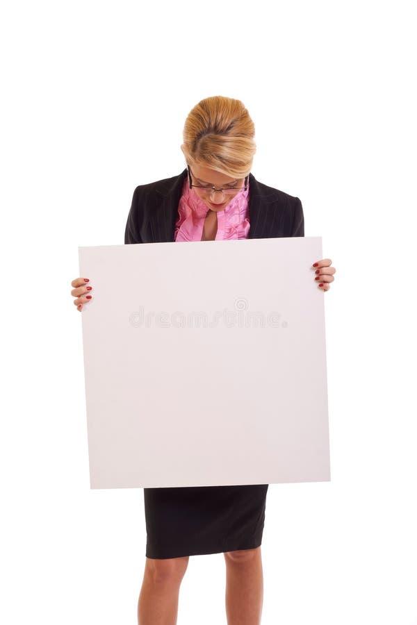 Mulher de negócio que prende a placa branca imagem de stock royalty free