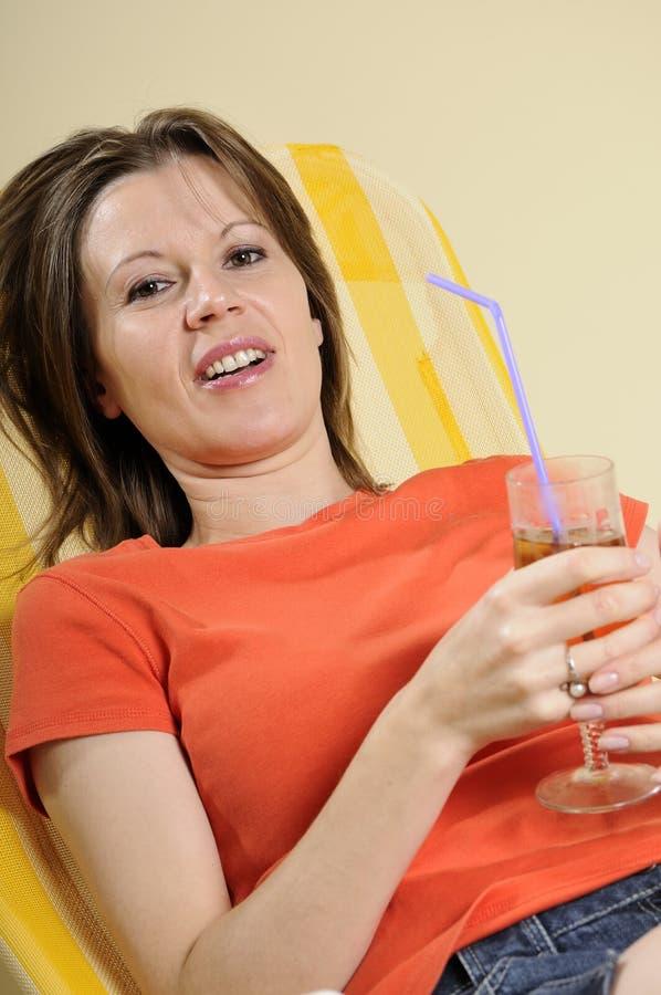 Mulher de negócio que relaxa imagens de stock