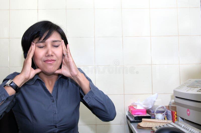 Mulher de negócio que relaxa fotografia de stock royalty free