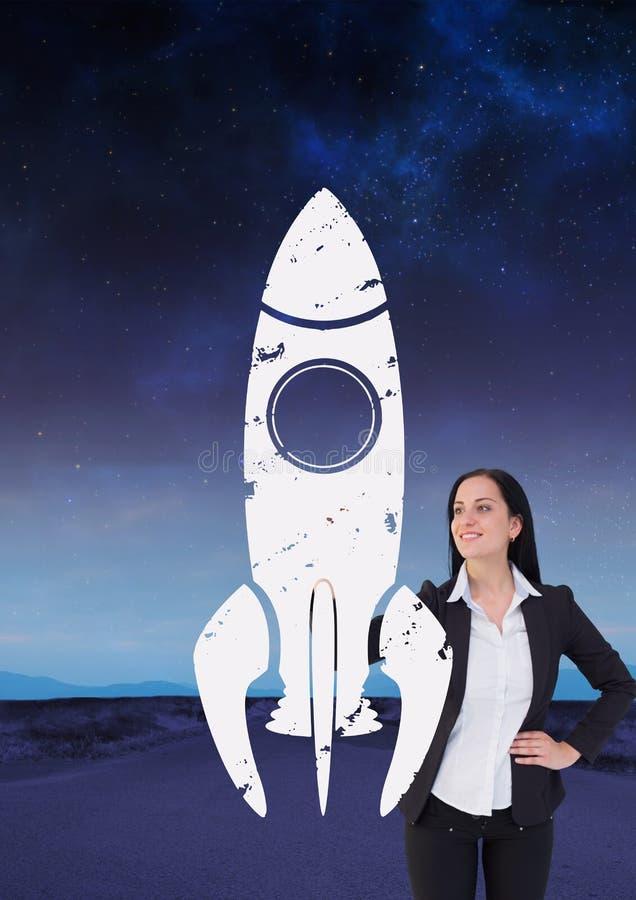 Mulher de negócio que tira um foguete na estrada imagens de stock royalty free