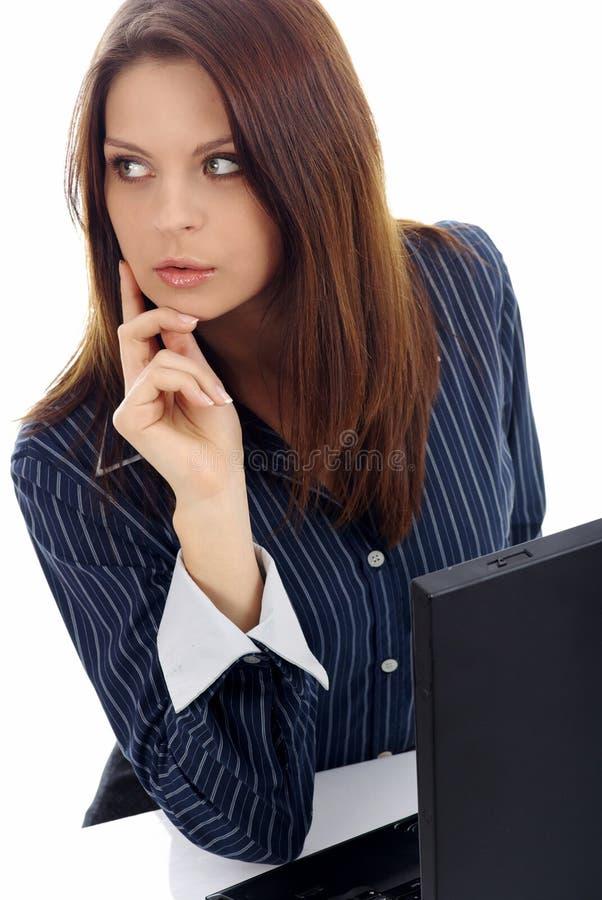 Mulher de negócio que trabalha no portátil sobre o branco fotografia de stock
