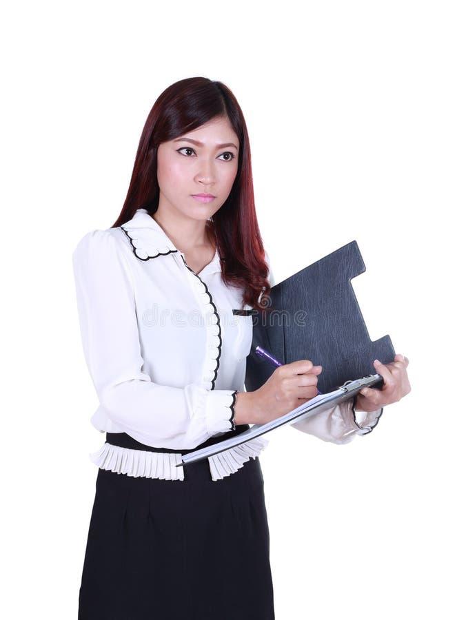 A mulher de negócio redige a informação na prancheta imagem de stock royalty free